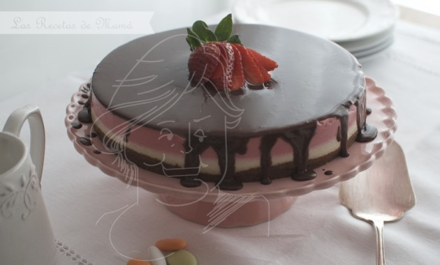 Tarta de fresas con nata y chocolate. Video receta