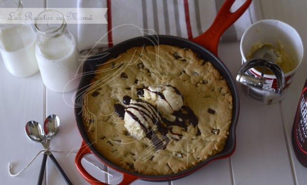 Skillet Chocolate Chip Cookie. Video receta